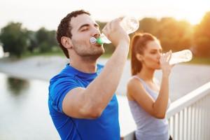 Dicas de saúde para cuidar do corpo no verão