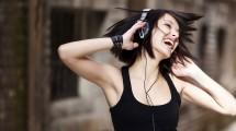 Volume alto dos fones de ouvido é perigoso e pode causar surdez