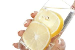Tomar mel com limão é bom mesmo para aliviar a tosse?