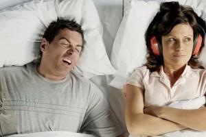 Ronco pode significar apneia do sono e outros problemas de saúde