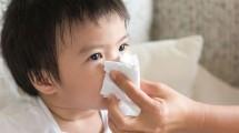 Nariz entupido em bebê: como desentupir com soro, seringa, massagem e mais